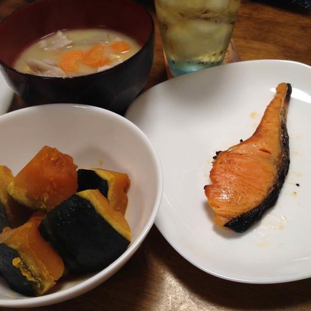 おゆうはん(かぼちゃ・シャケ・豚汁)