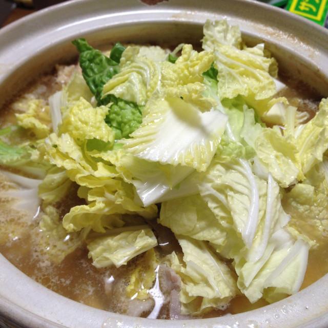 お鍋(白菜をドバっと投入)