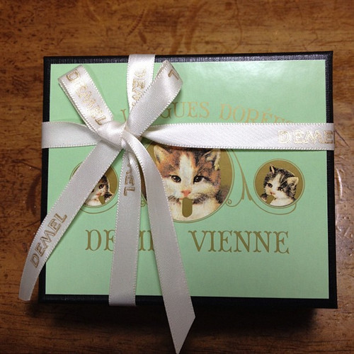 デメル ソリッドチョコ 猫ラベル