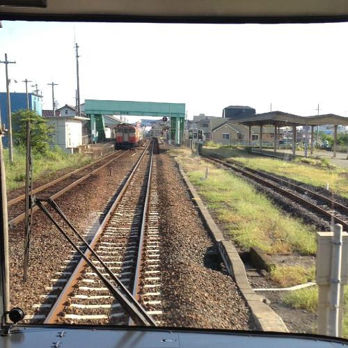 高茶屋駅を通過
