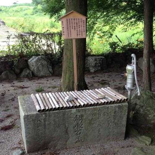 神山神社参道の井戸