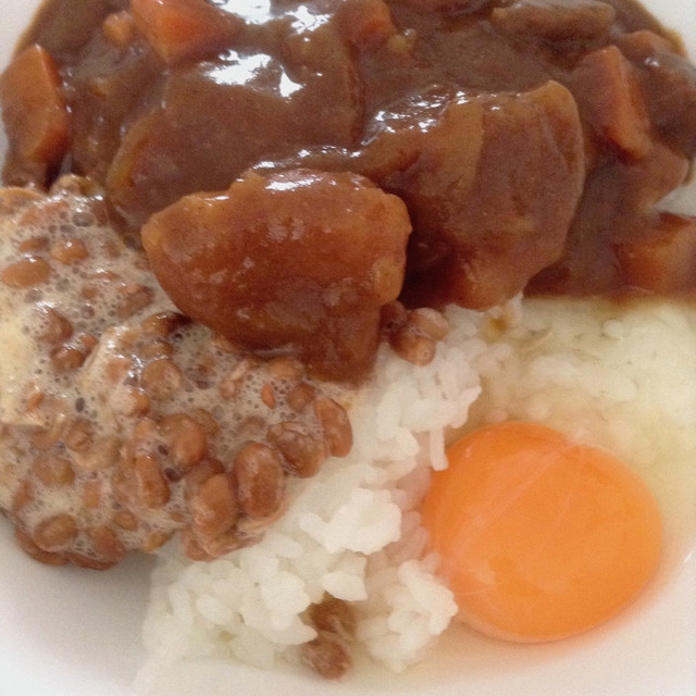 カレー+納豆+卵