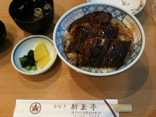 新玉亭で鰻を食べました